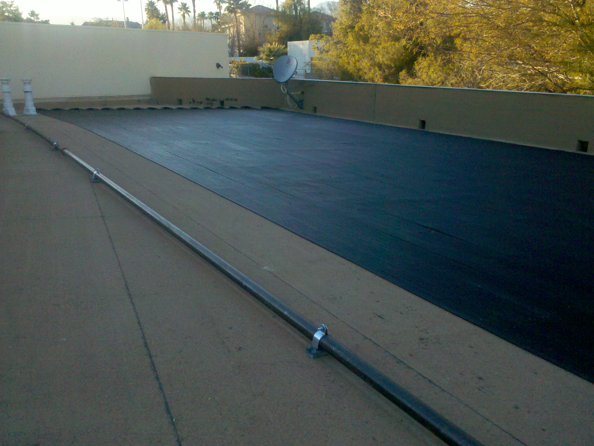 Flat Roof All Black Solar Heating System